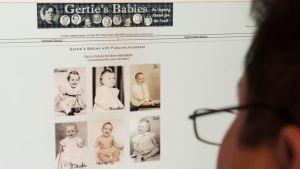 Mies tutkii Gertie's Babies -sivustoa.