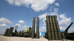 S-300-ohjusjärjestelmiä esillä sotateollisuusnäyttelyssä Zhukovskissa, Venäjällä elokuussa 2014.