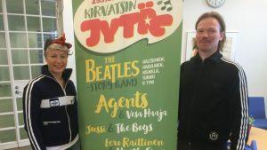 Elina Wallin ja Harri Vilkuna Kirvatsin Jytä- julisteen molemmin puolin.