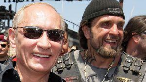 "Vladimir Putin ja Yön sudet -järjestön johtaja Aleksandr Zaldostanov eli ""Kirurgi""."