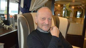 Kirjailija ja terapeutti Tommy Hellsten Seinäjoella 14.4.2015