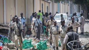 Terroristijärjestö al-Shabaab iski tistaina Mogadishussa opetusministeriöön.
