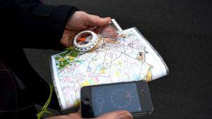 Älypuhelimen kompassi ei päihitä aitoa ainakaan suunnistajien keskuudessa.
