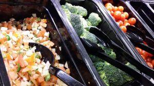 Kuvassa salaattia.