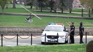 Minikopteri ja poliisiauto.