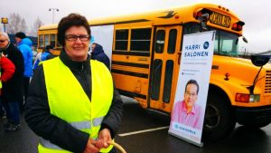 Sirkka Örnmarkin vapaaehtoiseen vaaliavustjan työhön liittyvät niin sihteerin kuin autonkuljettajankin hommat.