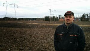 Maataloustuottaja Sami Eerola menettää ohikulkutien alle yli 6 hehtaaria peltoaan.
