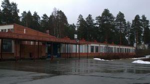Kauppis-Heikin koulu.