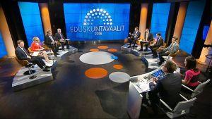 Puolueiden puheenjohtajat Ylen puoluejohtajatentissä torstaina 16. huhtikuuta.