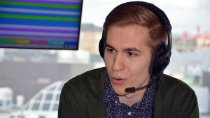 Hermanni Hyyryläinen puhui Turkua Ylen studiossa.