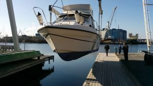 Vene lasketaan vesille Raumalla