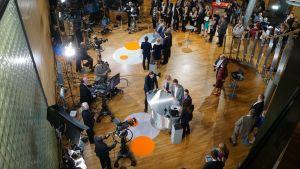 Eduskuntavaalien tulosilta Pikkuparlamentissa.