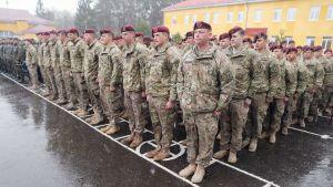 Yhdysvaltalaiset sotlaat  seremoniassa Ukrainan Lvivissä.