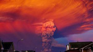 Tulivuori Calbuco purkautuu.