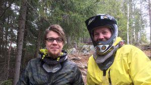 BMX-pyöräilijät  Mikko Järvinen ja Olli Vilppola