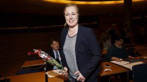 Jutta Urpilainen SDP:n eduskuntaryhmän kokouksessa 23. huhtikuuta.