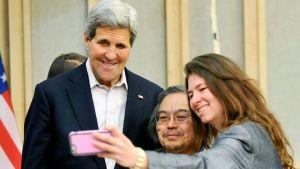 John Kerry, Michael Stickman ja tohtori Watson.