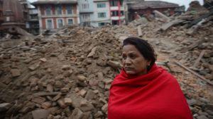 Romahtanut talo Kathmandussa 26. huhtikuuta.
