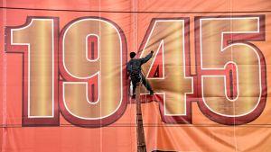 Moskovassa valmistaudutaan voiton päivän viettoon. Kuva on otettu 27. huhtikuuta.