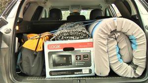 Auton oikeaoppinen pakkaaminen.