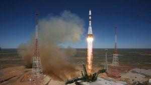 Progress M-27M-rahtialusta kuljettavan Sojuz 2.1a -kantoraketin laukaisu Baikonurin avaruuskeskuksessa 28. huhtikuuta.