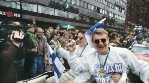 Kultajoukkueen kootiinpalua juhlittiin Helsingissä.
