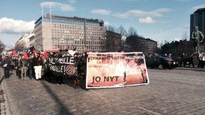 Anarkistit marssivat Tampereella.