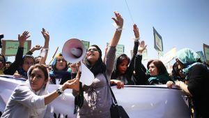 Afgaaninaiset vaativat oikeutta maaliskuussa surmatulle naiselle Kabulissa, Afganistanissa 27. huhtikuuta.