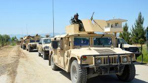 Afganistanin turvallisuusjoukot partioivat Kunduzissa, Afganistanissa 30. huhtikuuta.