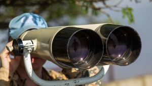 YK:n rauhanturvaajat valvovat.