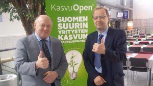 Stresstechin Maineteko maailmalla -palkinnon vastaanottivat vientipäällikkö Juha Siiriäinen ja toimitusjohtaja Lasse Suominen.