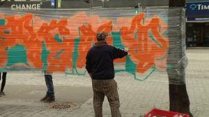 Graffitin tekoa muovikelmulle Lahdessa