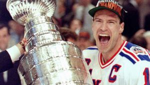 Mark Messier ja Stanley Cup -pokaali 1994.