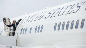 USA:n ulkoministeri John Kerry lähdössä Venäjälle Andrewsin lentotukikohdassa, Marylandissa 11. toukokuuta.
