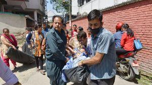 Potilaita siirretään pois sairaalasta uuden järistyksen takia.