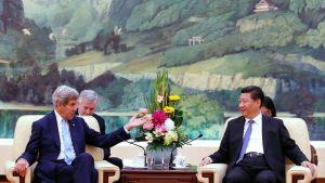 John Kerry ja Xi Jinping.
