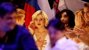 Venäjän Polina Gagarina ja Euroviisujen viime vuoden voittaja Conchita Wurst euroviisujen finaalissa 23. toukokuuta.