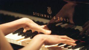 Pianoa soitetaan.
