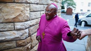 Nobel-palkittu arkkipiispa Desmond Tutu Cape Townissa, Etelä-Afrikassa, huhtikuussa 2014.