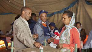 Etiopialaisia äänestämässä Addis Abebassa 24. toukokuuta.