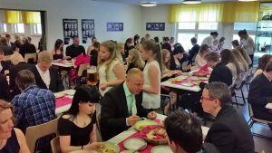 Tyrnävän Kuulammen koulun juhla-ateria 28.5.2015, kun koulu sai kouluruokadiplomin.
