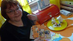 Muumit ovat Airille mieluisa korttiaihe. Niitä hän saa, myös lähettää - varsinkin Japaniin.
