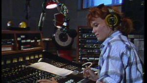 Outi Popp Radio Cityn studiossa 1985