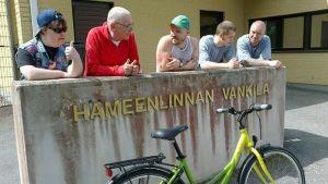 Pertti Kurikan Nimipäivät -rumpali Toni sai uuden polkupyörän Hämeenlinnan vankilan vangeilta