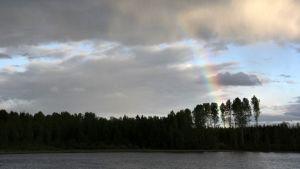 Niemenkylä uhrikivi Luumäki sateenkaari