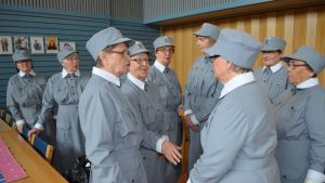 Suupohjan lottaperinneyhdistys valmistutti 15 uutta lottapukua.