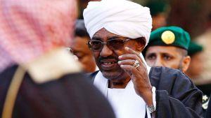 Sudanin presidentti Omar al-Bashir valokuvattuna Saudi-Arabiassa tammikuussa 2015.