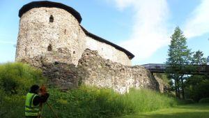 Mittauksia Raaseporin linnalla.