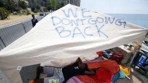 Pakolaisten pystyttämä teltta Italian ja Ranskan läheisyydessä sijaitsevassa Ventimiglian kaupungissa 20. kesäkuuta.