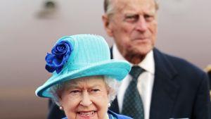 Kuningatar Elisabet ja prinssi Philip saapuivat Saksaan tiistaina.